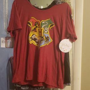 Harry Potter Hogwarts beaded tee w/reversible cape